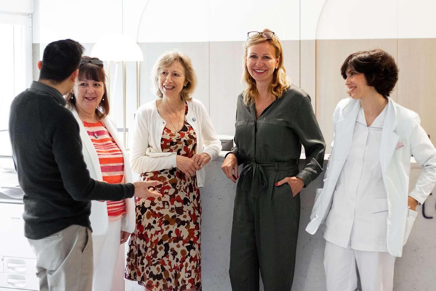 Barbara & Harriet (Expertas en Reflexología) con Saúl Mizrahi, Inge Kormelink y Marta Ruano